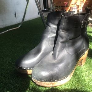 steve madden black leather clog booties!
